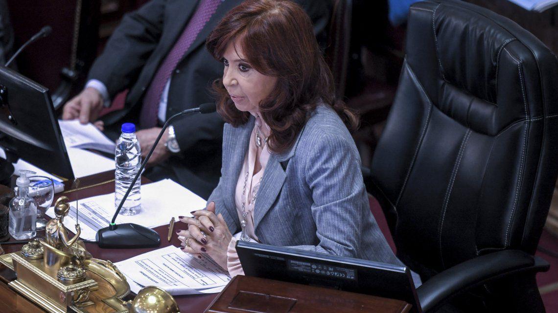"""Cristina Kirchner dijo que el dólar """"es el problema más grave"""" del país y criticó a algunos funcionarios"""