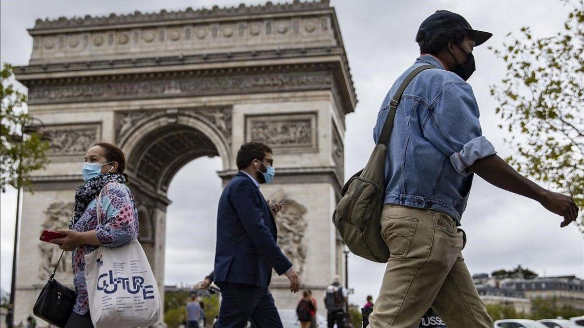 Francia decretó el toque de queda para 46 millones de personas durante seis semanas