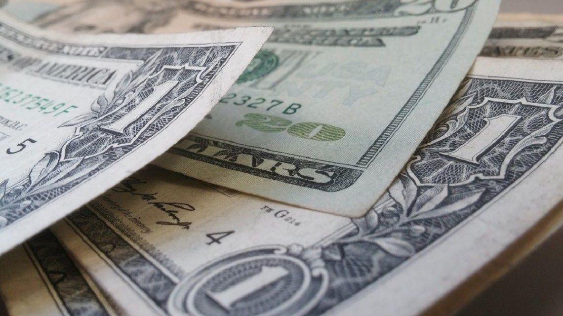 El dólar blue baja a 7 pero suben los bursátiles