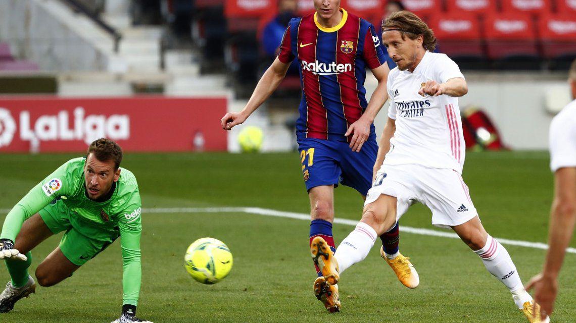 Real Madrid venció por 3-1 al Barcelona y se quedó con el clásico