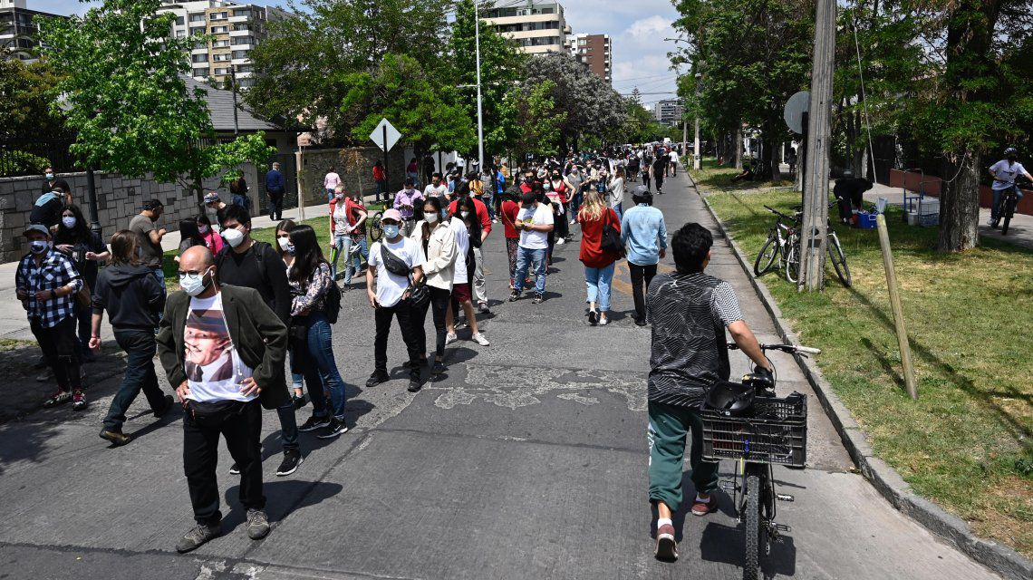 Chile: cerraron las urnas y ya están contando los votos del plebiscito para cambiar la Constitución que dejó el dictador Augusto Pinochet