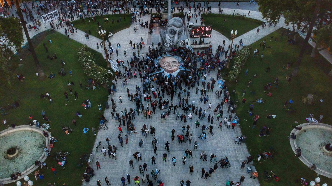 """Imponente """"Caravana de las Mil Flores"""" a diez años de la muerte de Néstor Kirchner"""